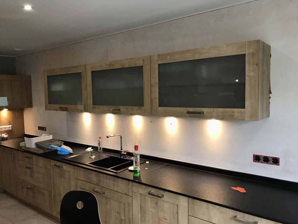 Küchenspiegel ohne Fliesen, hygienisch und pflegeleicht - Kutten Alain