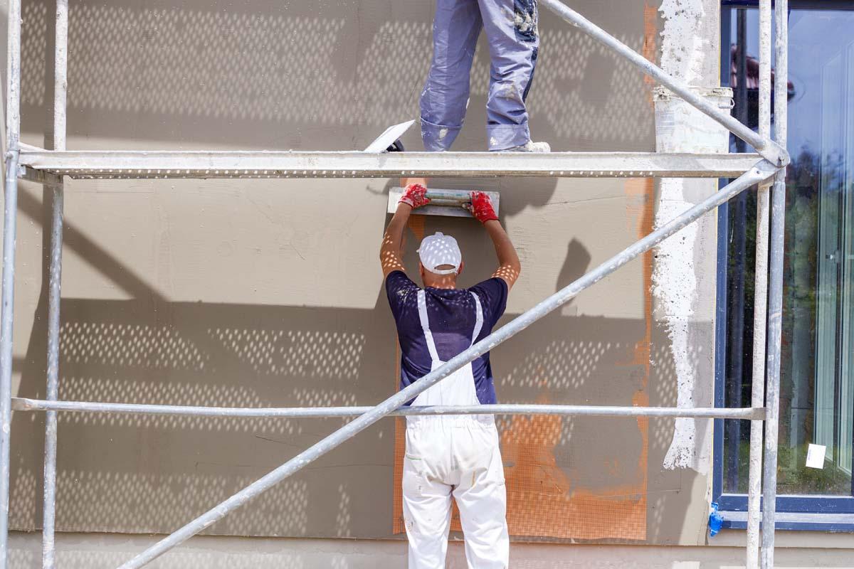 Fassadensanierung mit Netz und Putz
