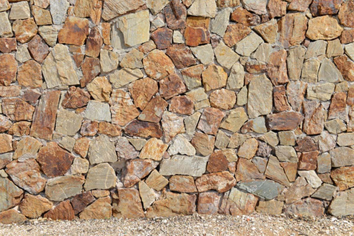 Steinwand im Aussenbereich