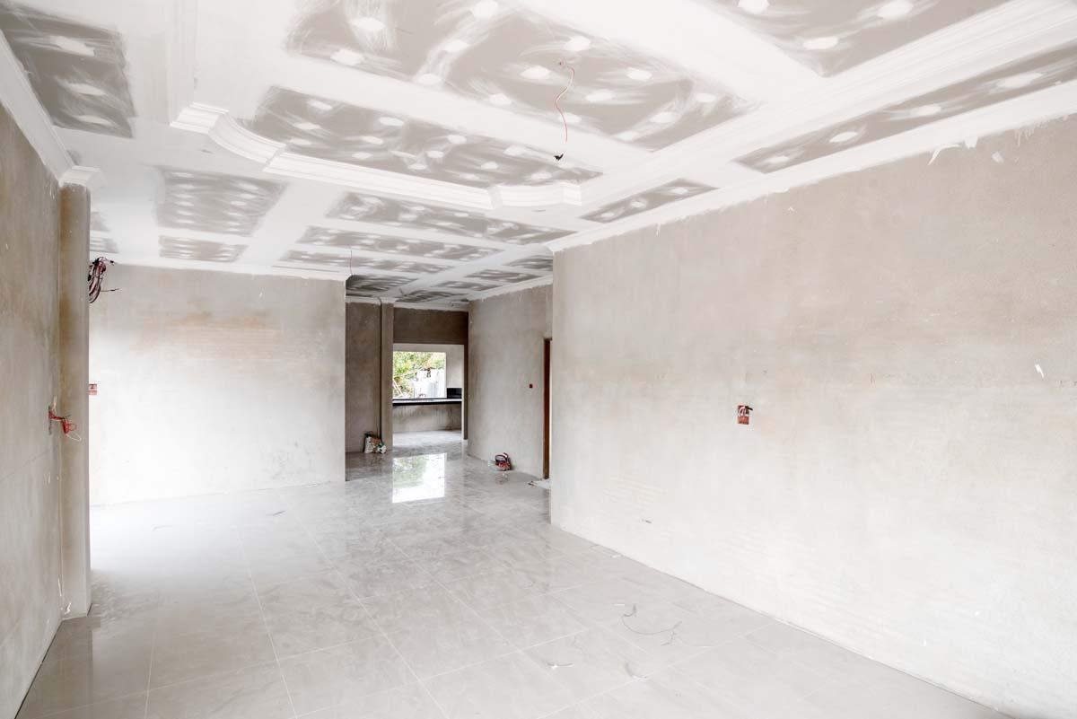 Living avec plafond en placoplâtre