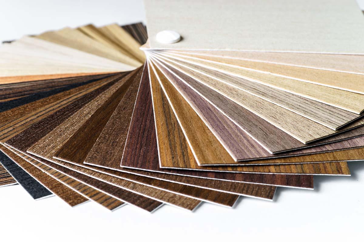 Echantillon de revêtements de sol en lames et dalles type LVT
